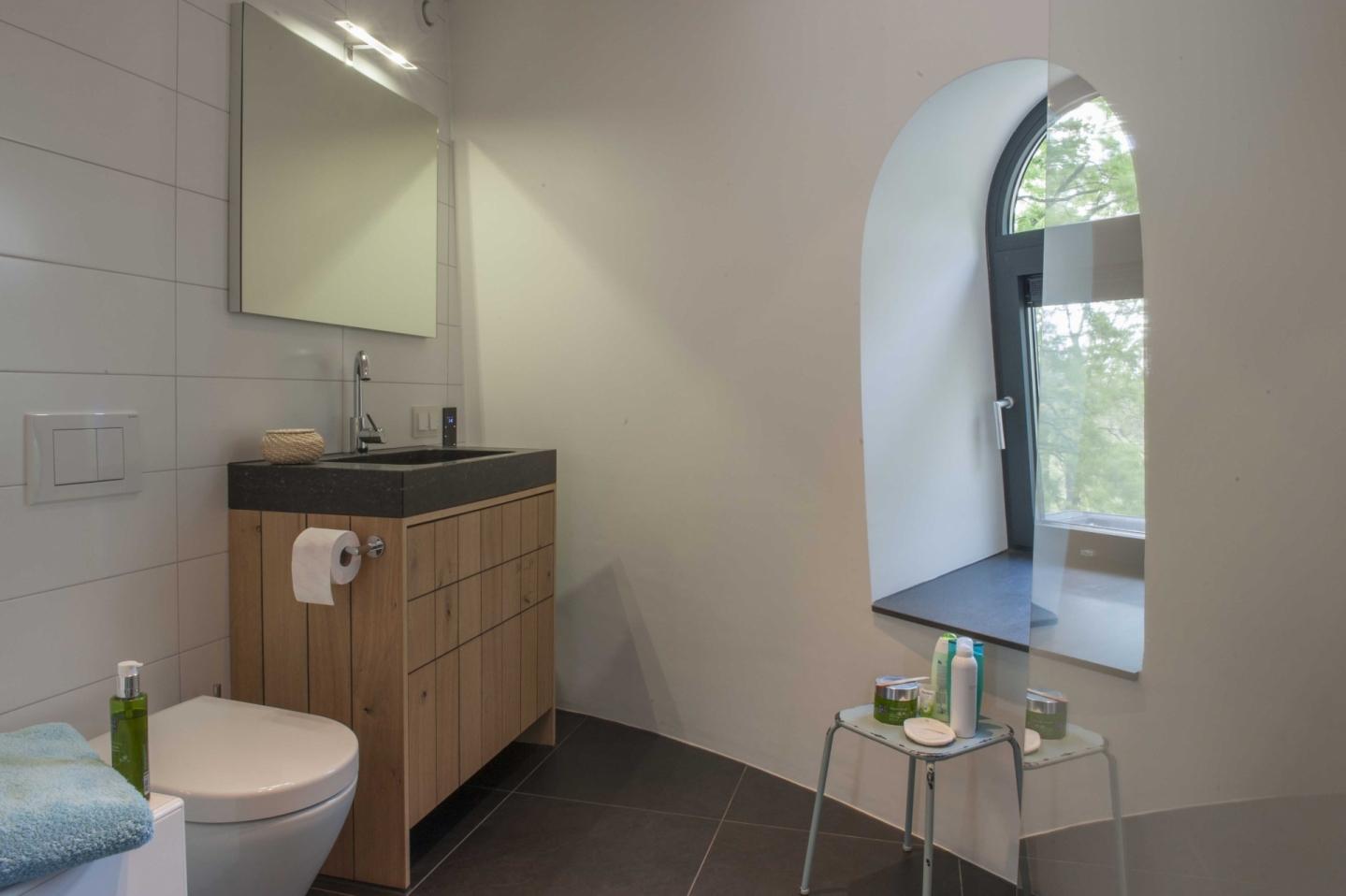 Kleur ontwerp woonkamer bruin - Kleur moderne badkamer ...
